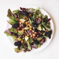 Turkish-style chickpea salad picture